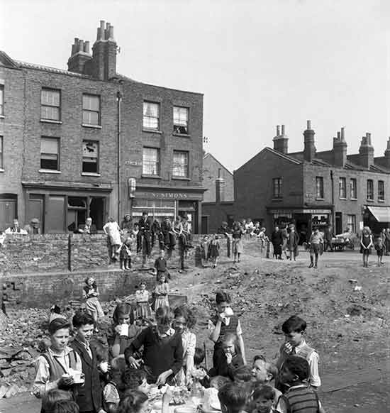 children-playing-in-front-of-bombed-terraces