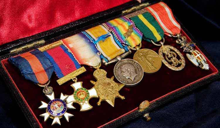 box of ww1 medals