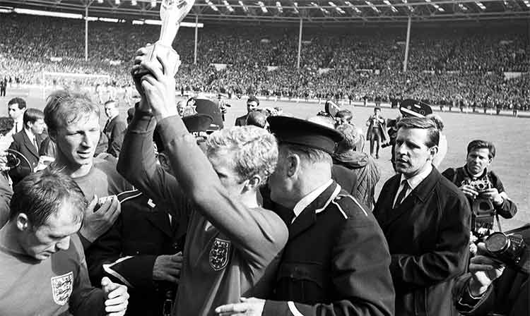 Bobby Moore holding the 1966 World Cup trophy